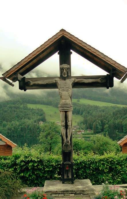 Hans Mayerl: Kruzifix am Grundlseer Friedhof